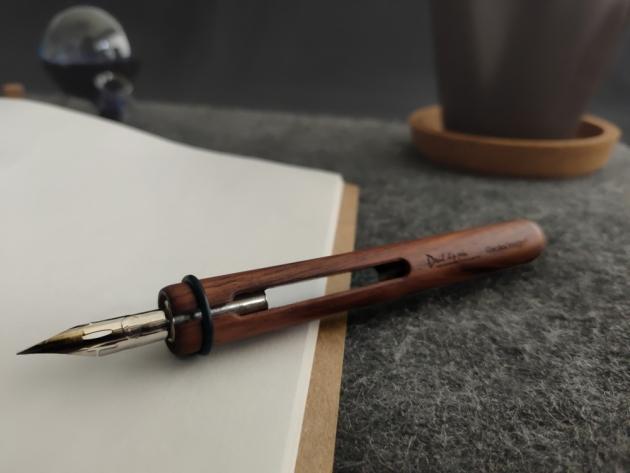 Devil Dip Pen & Round Inkwell 10
