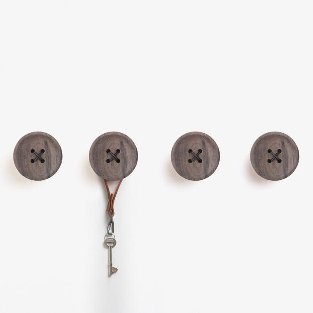 pana objects  胡桃木鈕扣-掛架 2